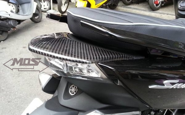 YAMAHA S-MAX 155 尾燈上蓋 貼片 (碳纖維)