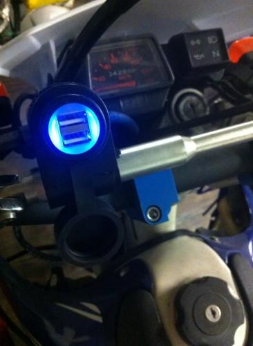 把手安裝型USB插座套件 Webike Garage