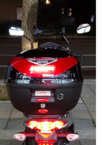 E260N901 後箱 (烤漆黑)附燈 GIVI