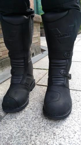 休旅與越野雙用途的防水車靴