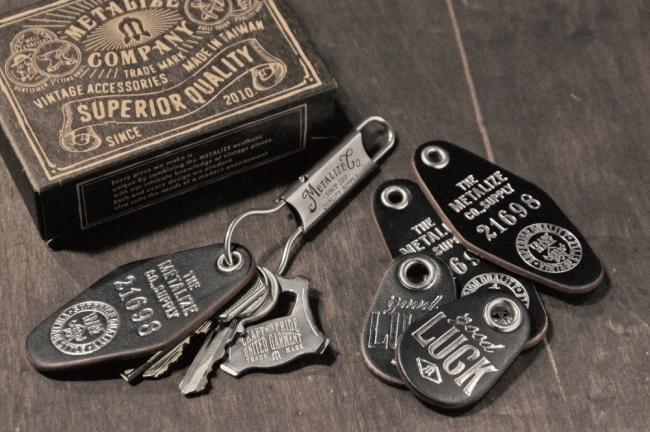 【Metalize Productions】Good Luck 燙金皮牌鑰匙圈+精美禮盒 - 「Webike-摩托百貨」